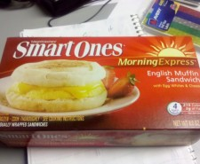 It's breakfast time!  Marissa brings us today's offering, a Smart Ones breakfast meal. I like these frozen breakfast meals…Mostly because I love breakfast.  Who doesn't love breakfast?  It's delicious.  But stopping for an english muffin sandwich at McDonald's is tantamount...