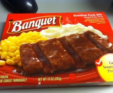 Oh Banquet…Your price tag, she smiles at me.  A dollar for these meals.  Is it possible to have a lunch that costs less than a dollar?  Probably, but in this instance we'll say HELL NO it's not.  Because otherwise, why...